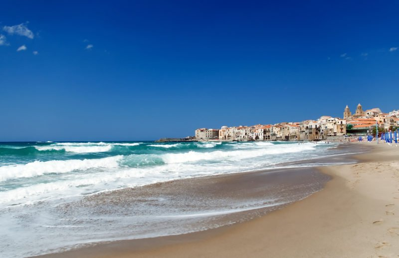 Strand in Cefalù, Sizilien