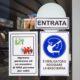 Corona-Schutzhinweise an der Tür eines Cafés auf Sizilien